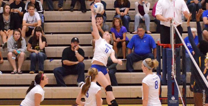 Eggebrecht leads offense, Volleyball downs Rockford in road NACC match