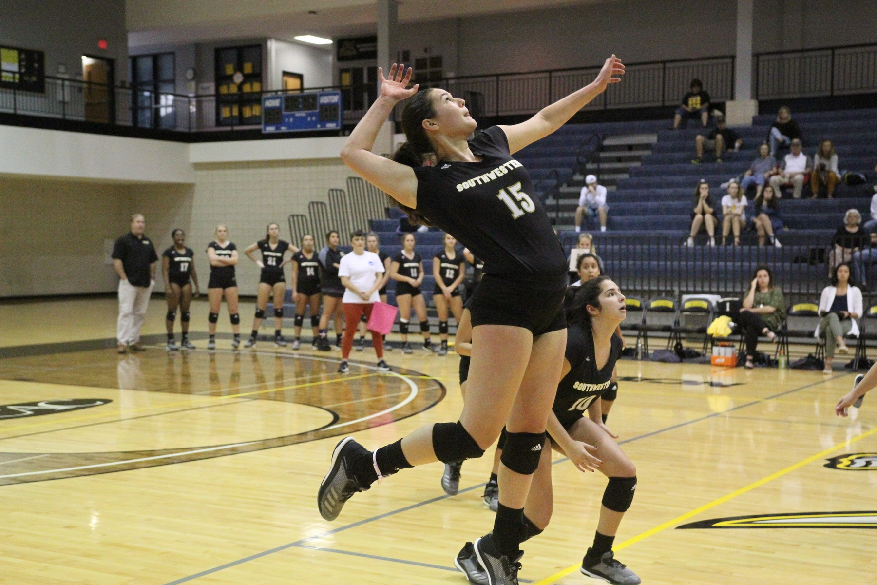 Volleyball Drops Nail-Biter To No. 20 UT-Tyler