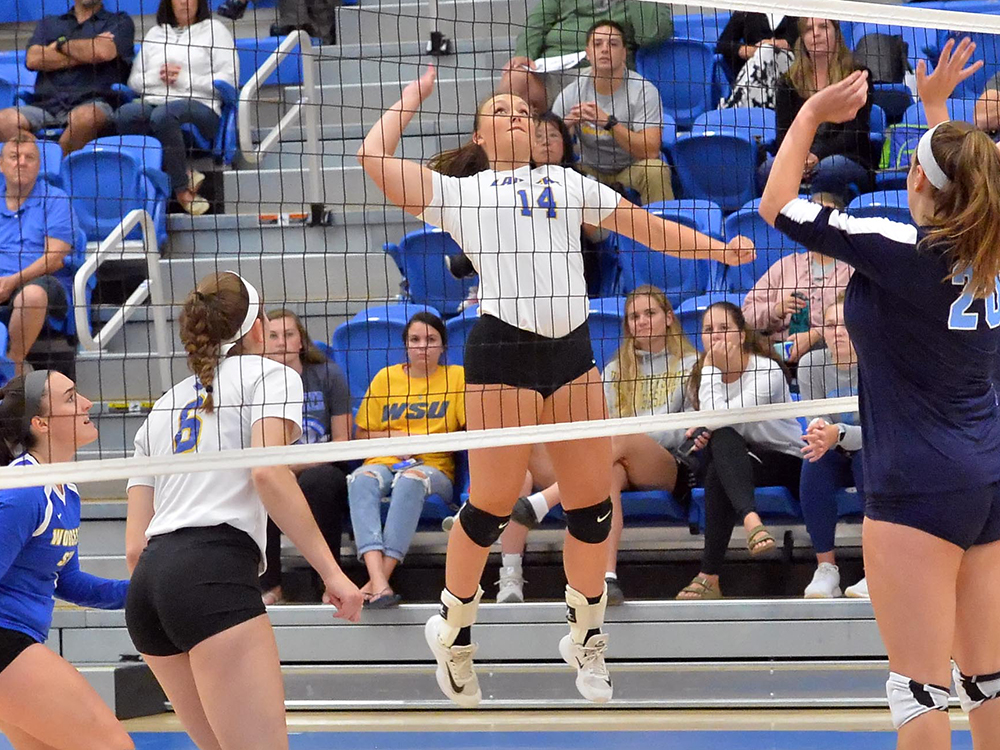 Volleyball Splits Trimatch with WPI and Regis