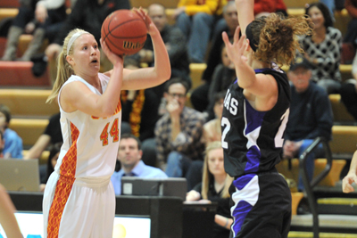 Simpson beats Loras 76-68, advances to IIAC Championship