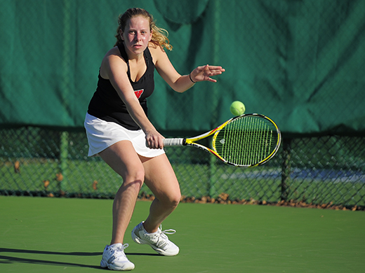 Women's tennis celebrates seniors with 9-0 sweep of Gettysburg
