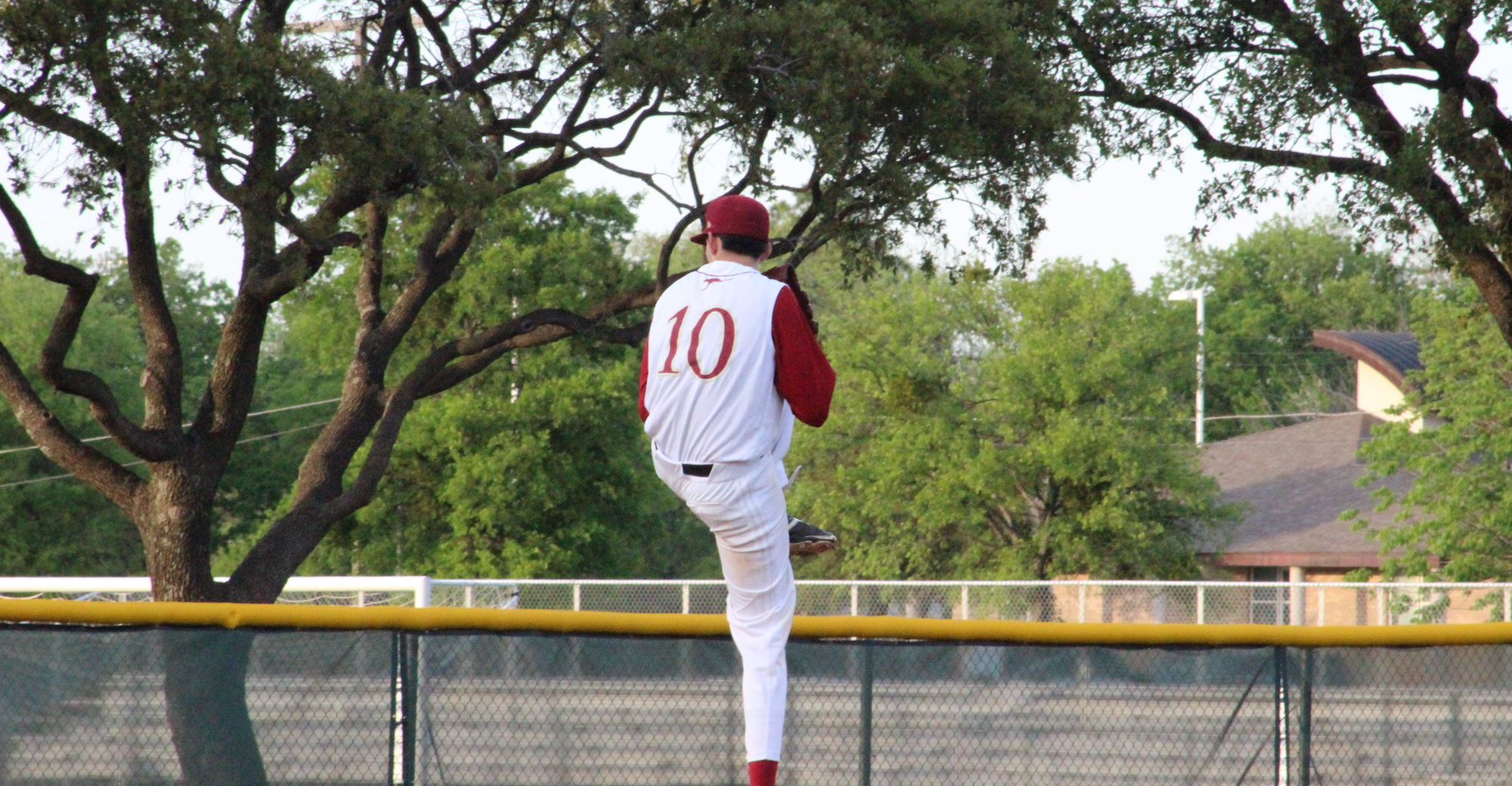 'Roo Baseball Sweeps Arlington Baptist to Open 2016