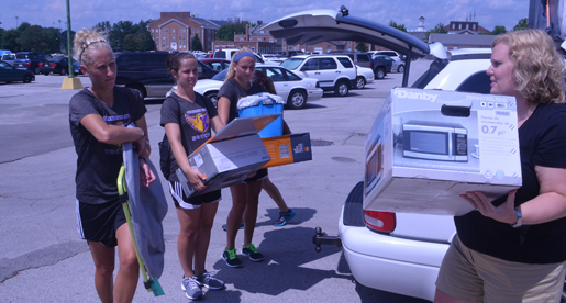 Golden Eagle athletes help with Great Move In Day