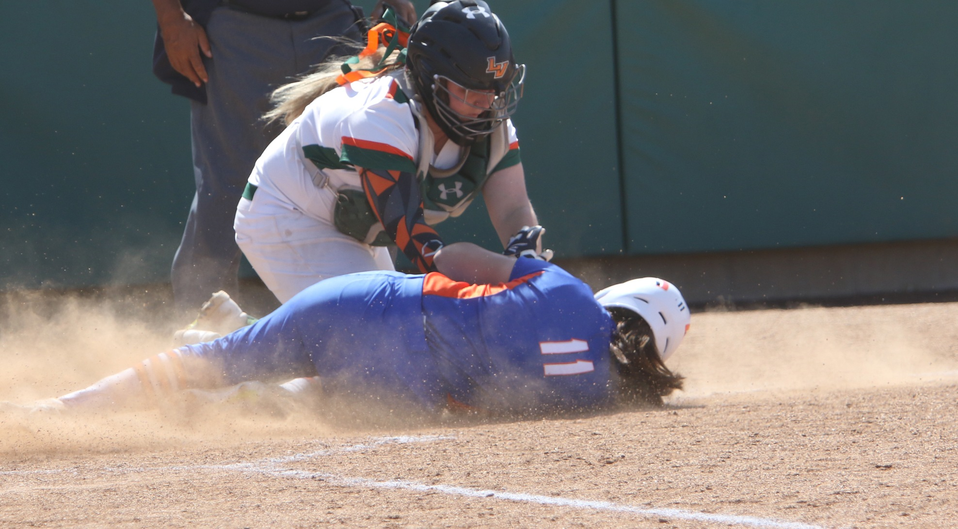 Softball sweeps Pomona-Pitzer, stays in first