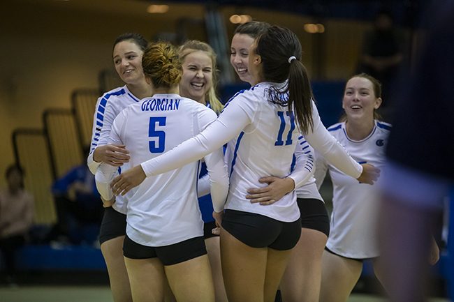 WOMEN'S VOLLEYBALL GETS BACK TO WINNING WAYS