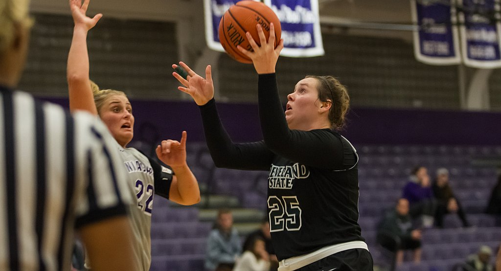 Voskuhl Double-Double Leads Vikings To 71-64 Victory Over Ohio
