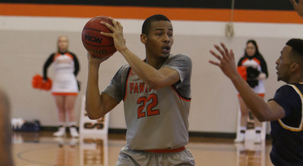 Men's basketball stays atop SLIAC with road win