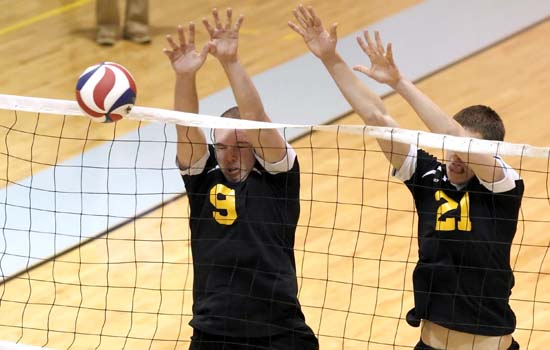 Men's Volleyball Rallies Past Elms