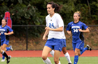 Women's soccer fends off MIT, 2-1, to open 2009 season