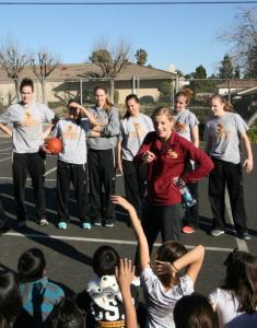 Women's Basketball Spends An Afternoon With Students Volunteering At Vista Elementary