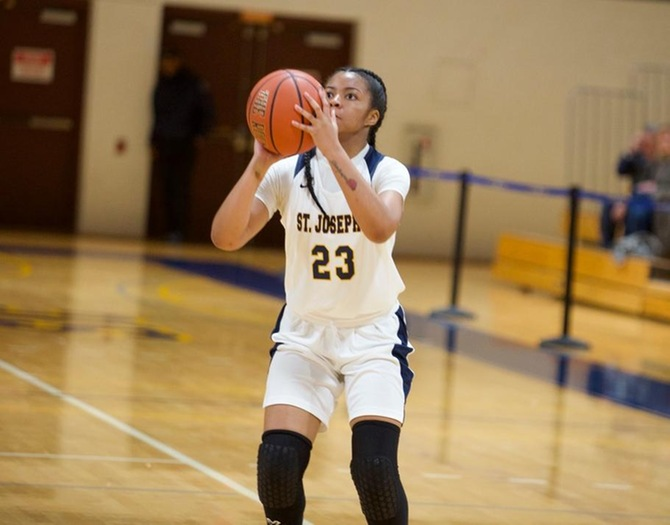 Women's Basketball Outpaced by Manhattanville