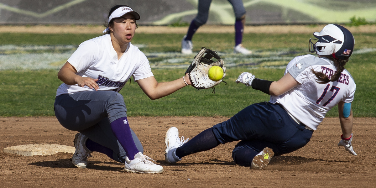 Softball Upsets No. 3 Ithaca College