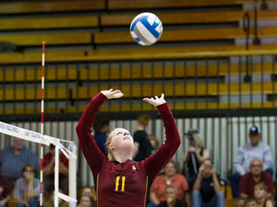 Sophomore setter Samantha Fordyce produced a match-high 44 assists in the victory at Lake Superior State.  (Photo by Ben Amato)