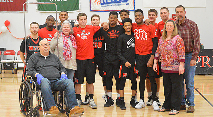 Men's Basketball Cruises To Victory On Senior Day