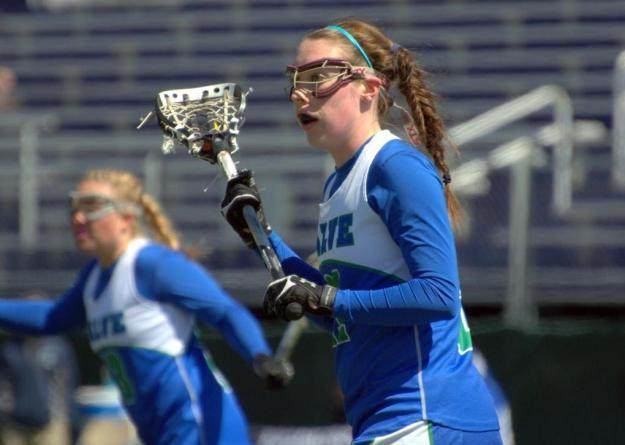 Sarah Woods controlled a team-high 11 draws in Salve Regina's 21-15 loss to Curry.