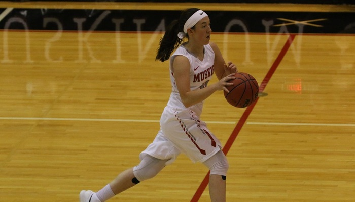 Smith's career-high output leads women's basketball past Manchester