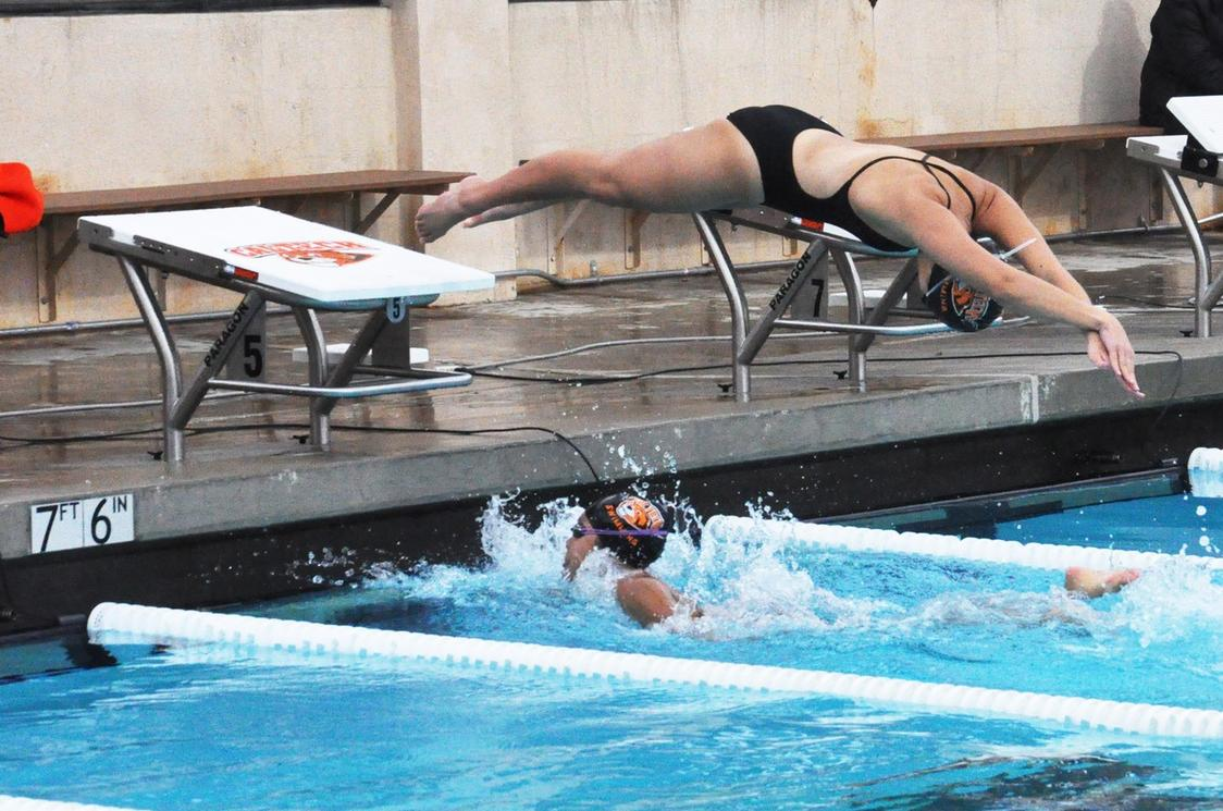 Women Set Two Records on SCIAC Opening Night