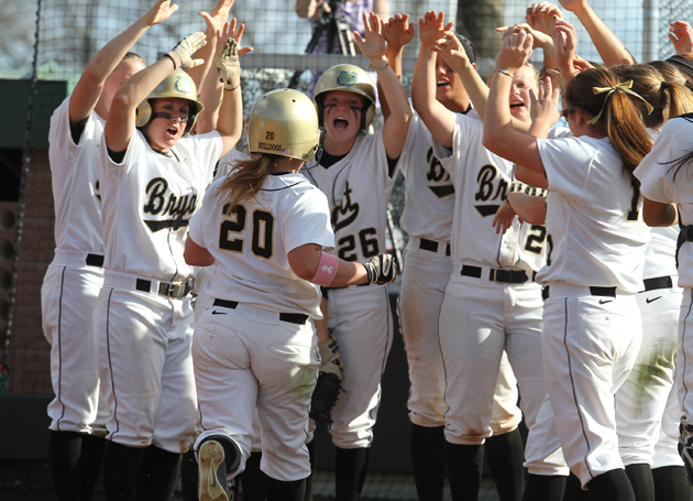 Softball faces Harvard Tuesday afternoon
