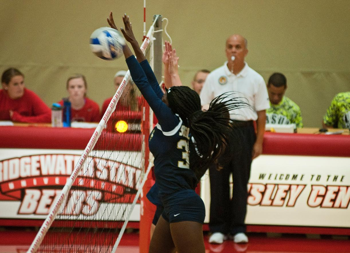 Volleyball Returns to Win Column With Four Set Victory at Mt. Ida
