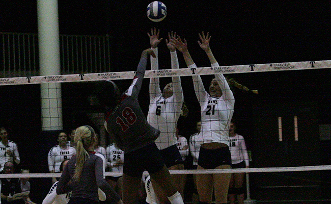 Women's Volleyball Defeats Anderson