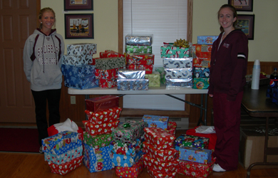 SU student-athletes fill 80 boxes for area children during annual present drive