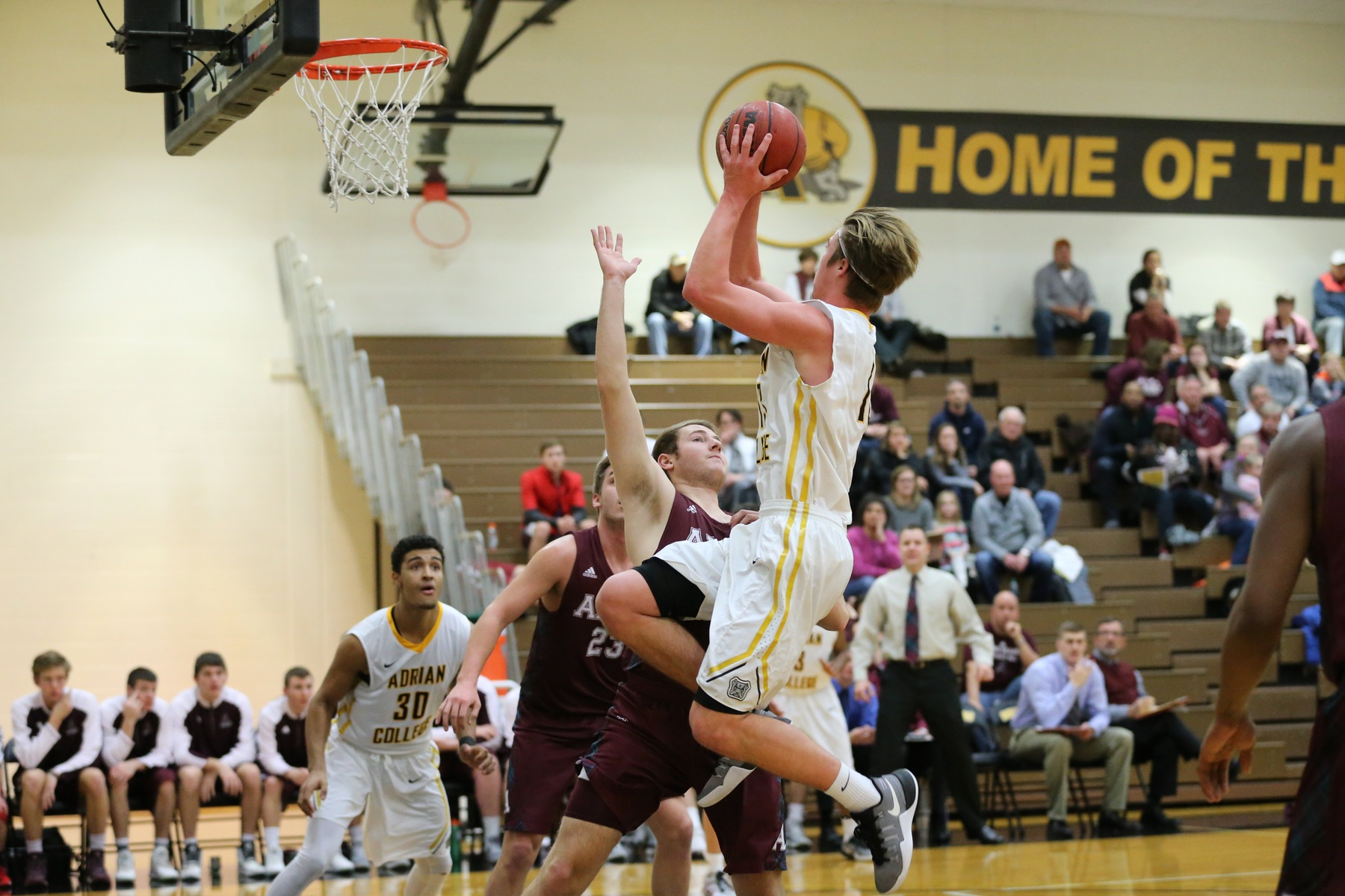 Bulldog Men's Basketball Season Comes to an End at Kalamazoo