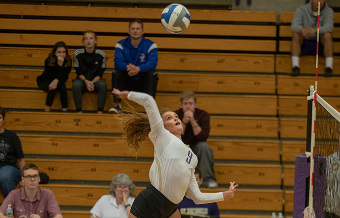 Women's Volleyball Nabs Early Lead in 3-1 Loss to 2017 NCAA Qualifier Saint Anselm