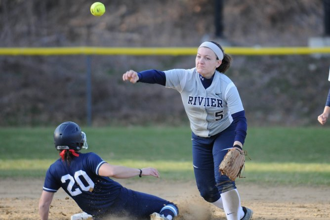 Softball splits double-header with Gordon College