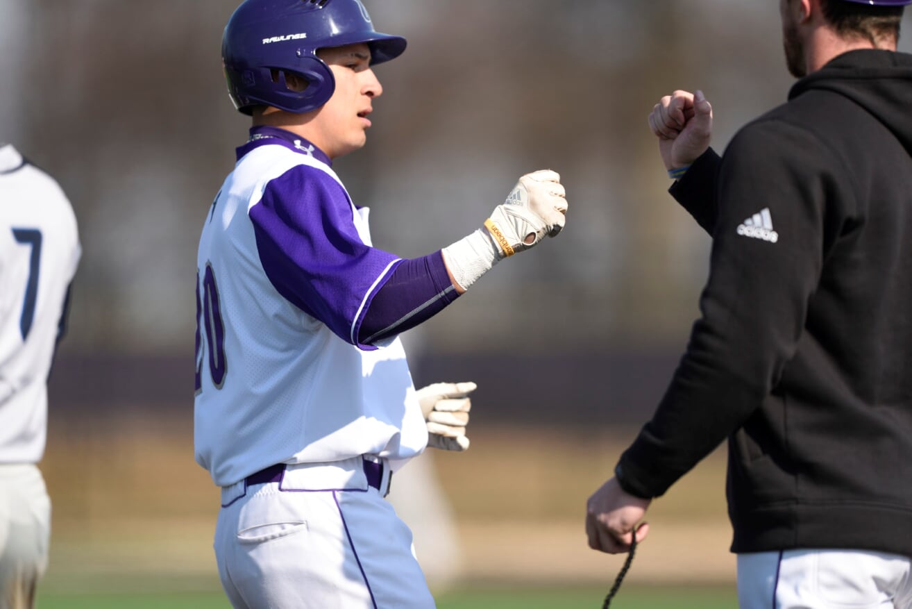Purple Knights And Queens (N.Y.) College Split Second Straight ECC Baseball Doubleheader