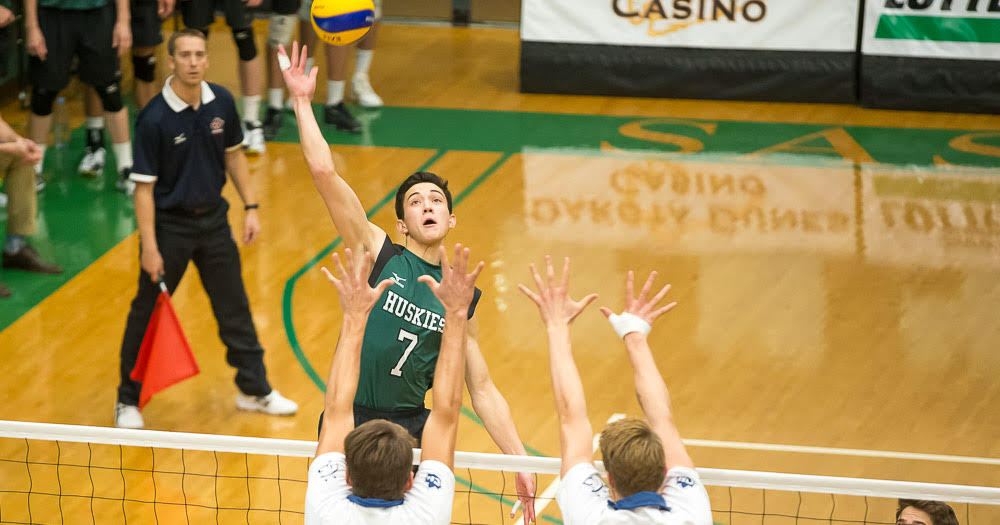 Men's volleyball opens season with straight set loss
