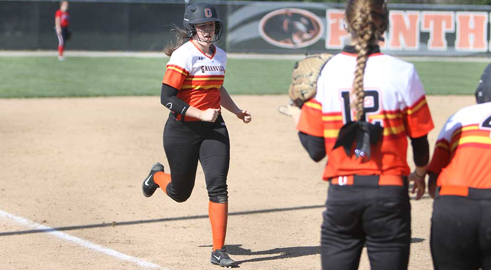 Softball takes doubleheader against MacMurray