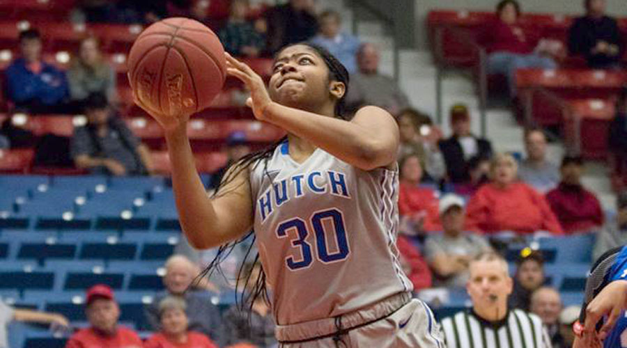 Kayla Barber and the No. 17 Blue Dragon women travel to Coffeyville for a 5 p.m. game on Saturday in Coffeyville. (Allie Schweizer/Blue Dragon Sports Information)