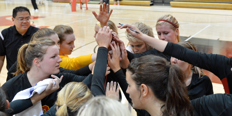 Volleyball falls to Loras in IIAC first round