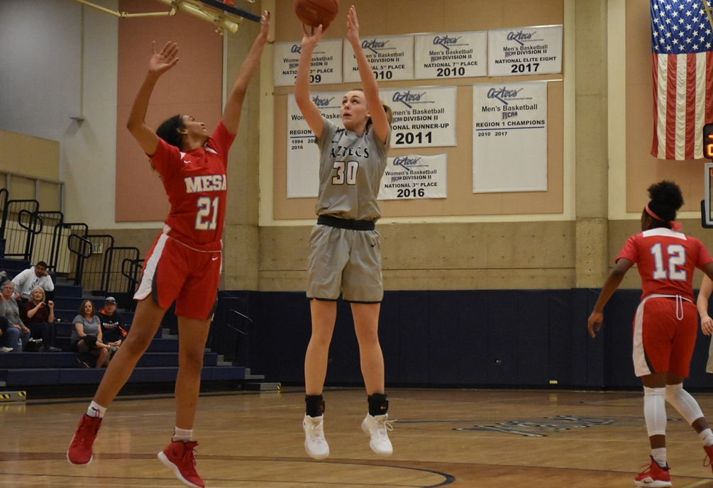 Freshman Hallie Lawson (Campo Verde HS) had a double-double of 14 points and 10 rebounds as the Aztecs defeated No. 14 ranked Chandler-Gilbert Community College 71-68. The Aztecs improved to 9-8 overall and 5-4 in ACCAC conference play. Photo by Ben Carbajal