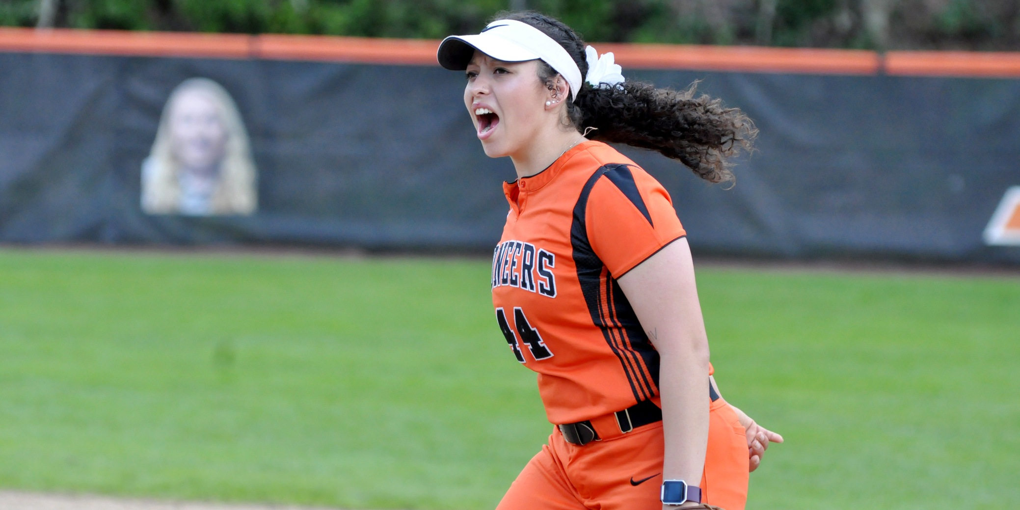 Lewis & Clark totals 16 hits, 10 runs in season finale to split pair with George Fox