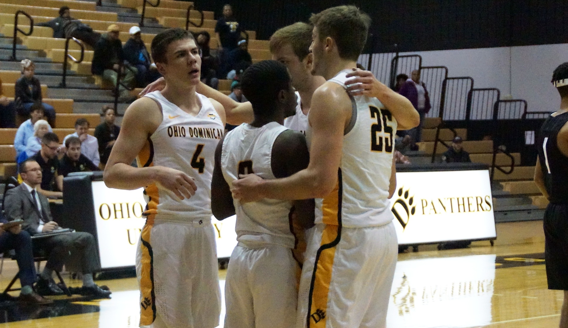 Cinderella Run For Men's Basketball Ends In Hard-Fought 75-57 Loss At No. 2 Ferris State