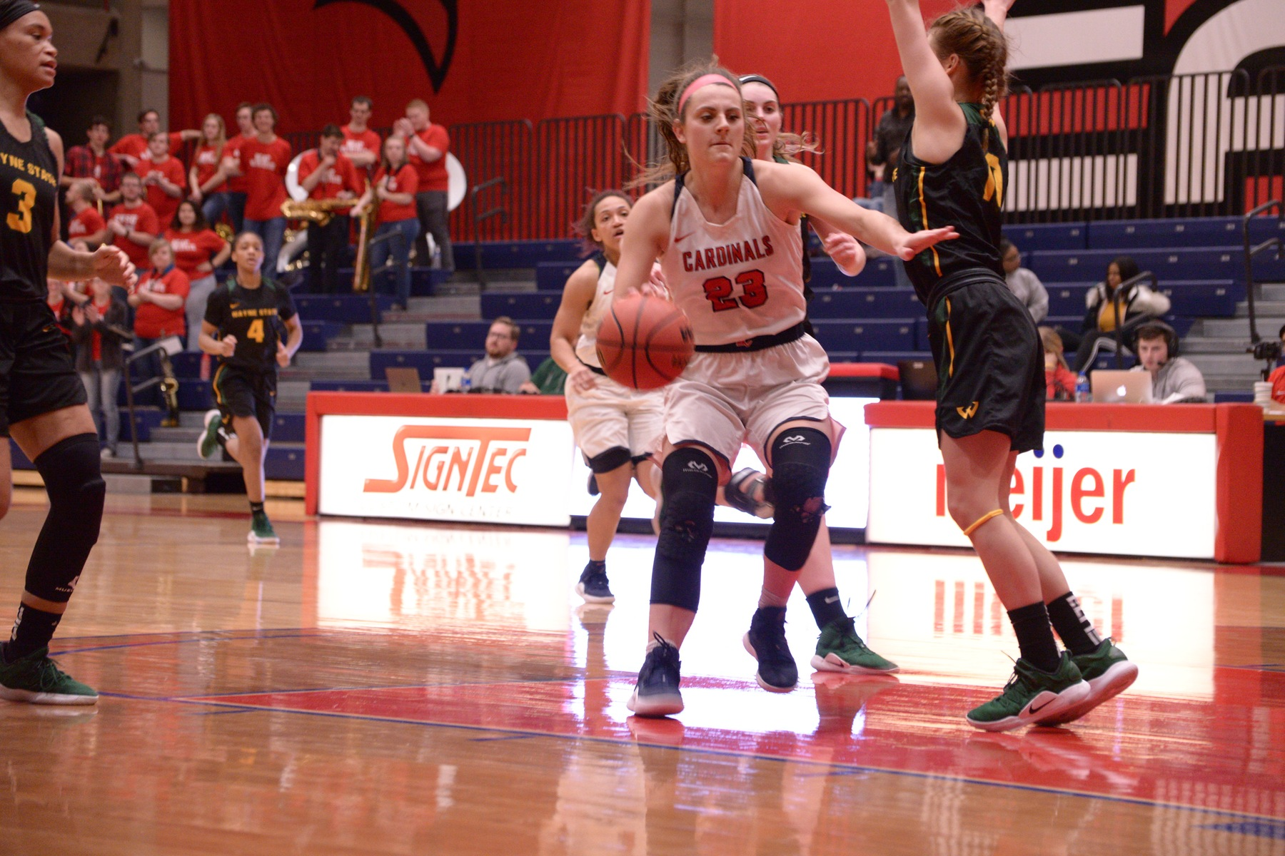Women's Basketball strikes from deep in 69-64 victory over Wayne State