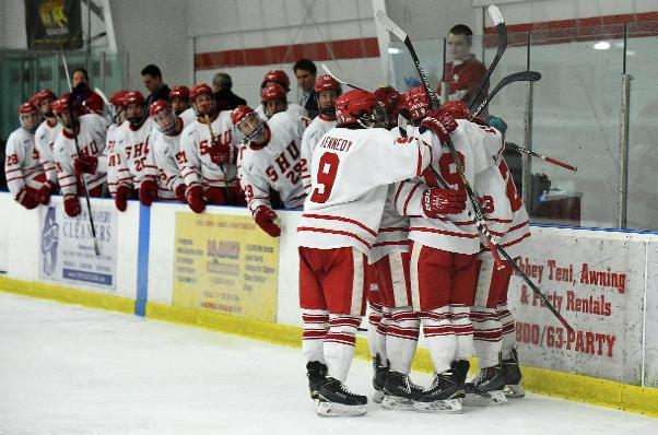 Men's Hockey Completes Sweep Of Air Force With 3-2 Win Saturday