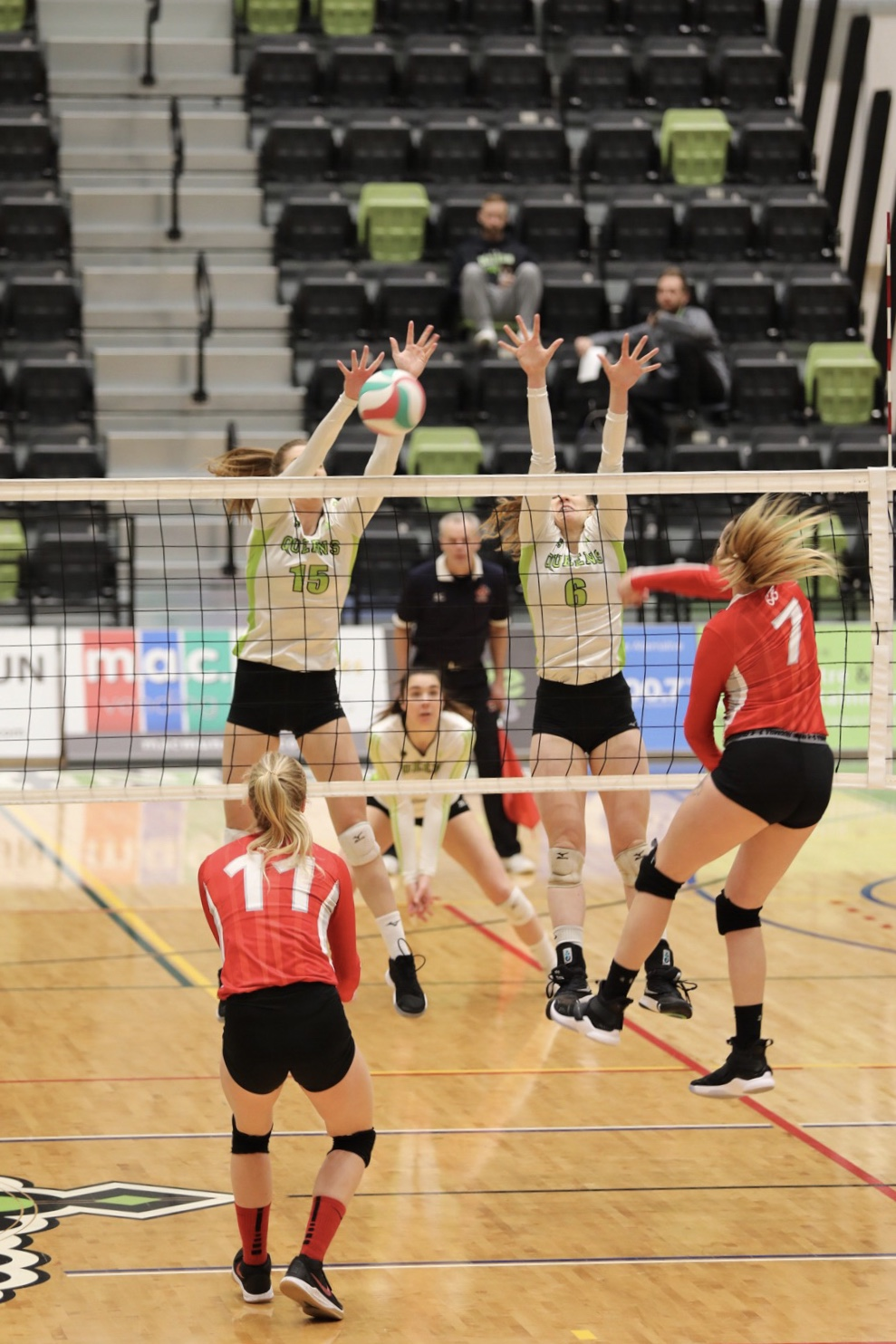 In a close battle, Queens edge Trojans in five sets