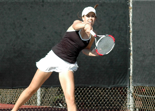 Women's tennis tops Redlands, loses to Trinity over the weekend