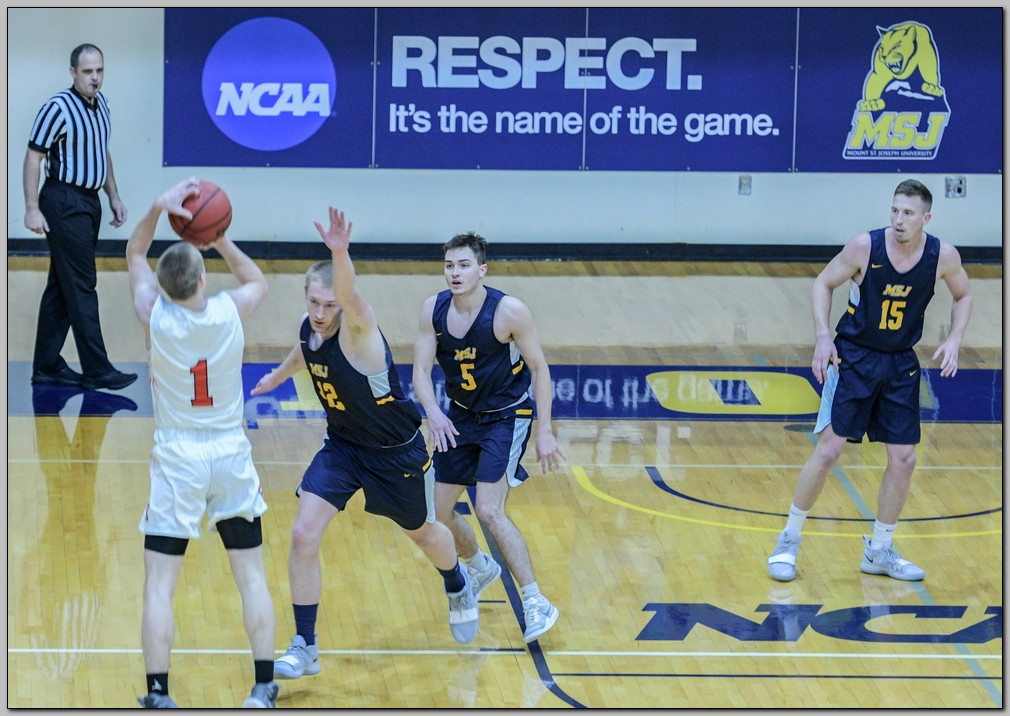 Lions defetead by Earlham College in final minutes