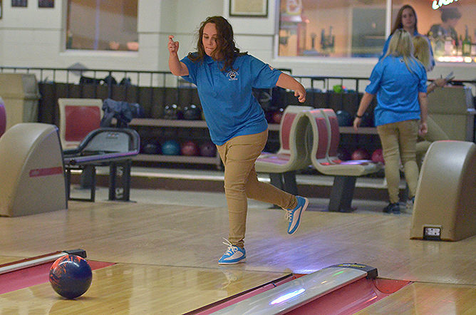 Women's Bowling Travels to Hilbert on Wednesday