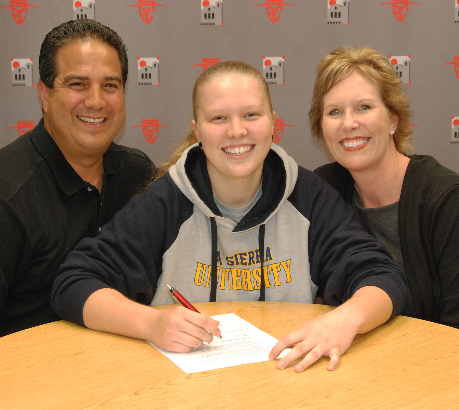 Taylor Ivicevic Signs With La Sierra