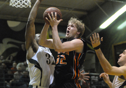 Oilers Fall Short at Tiffin, Lose 77-74