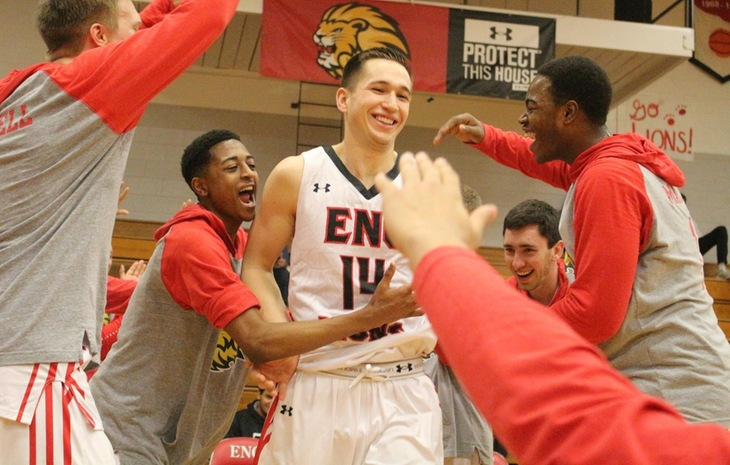 Men's Hoops Defeats Elms on Senior Day, Clinches First-Round Bye