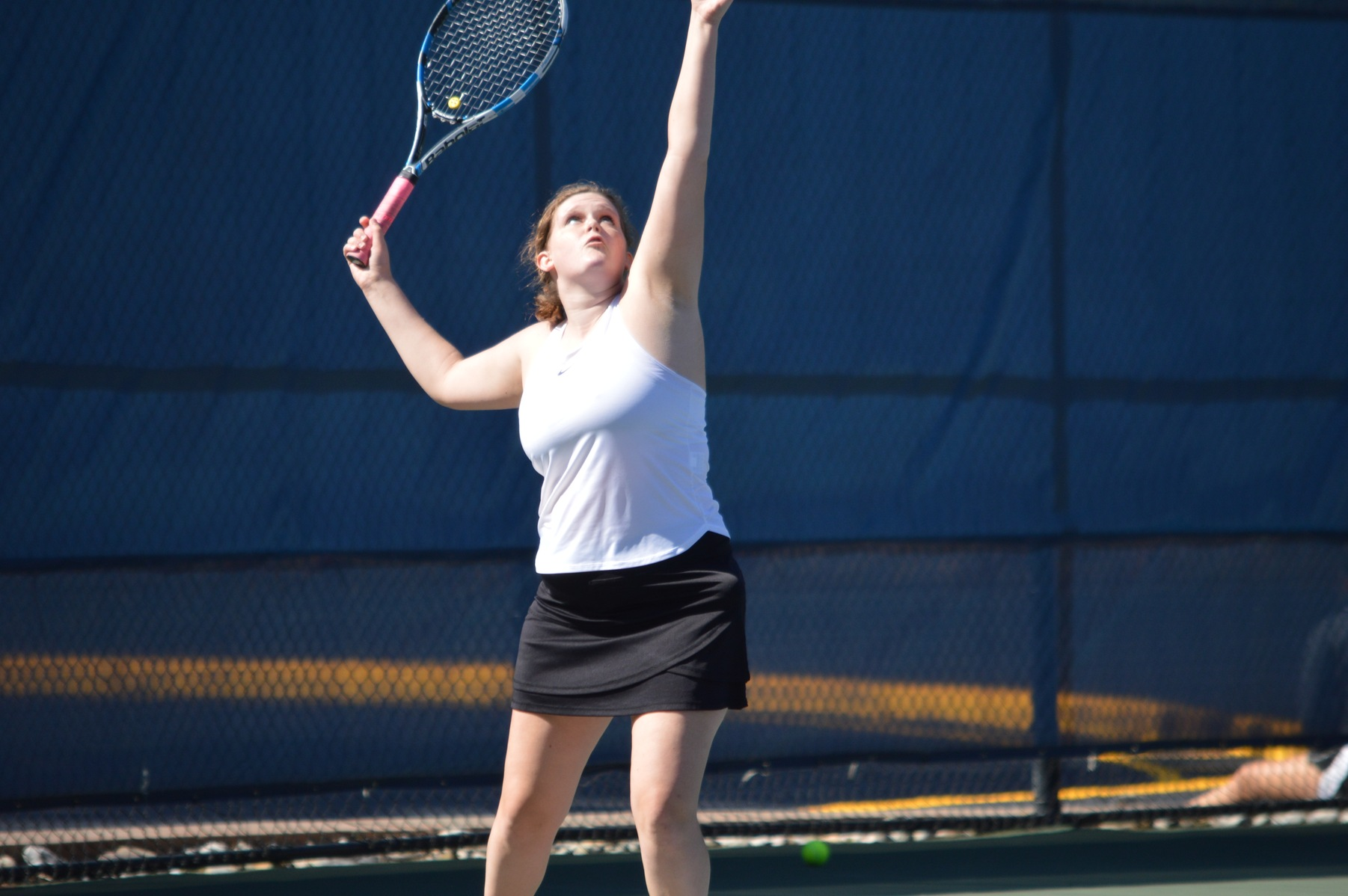 WOMEN'S TENNIS UPENDS YELLOW JACKETS