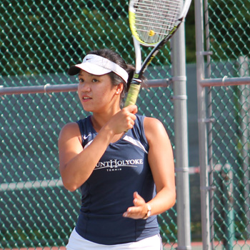 Tennis Splits Opening Day at Seven Sisters Championship