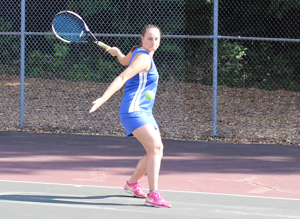 Women's Tennis Can't Get By Regis