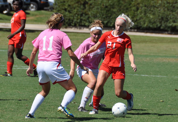 Women's Soccer: Panthers blank Crusaders on Pink Out Day