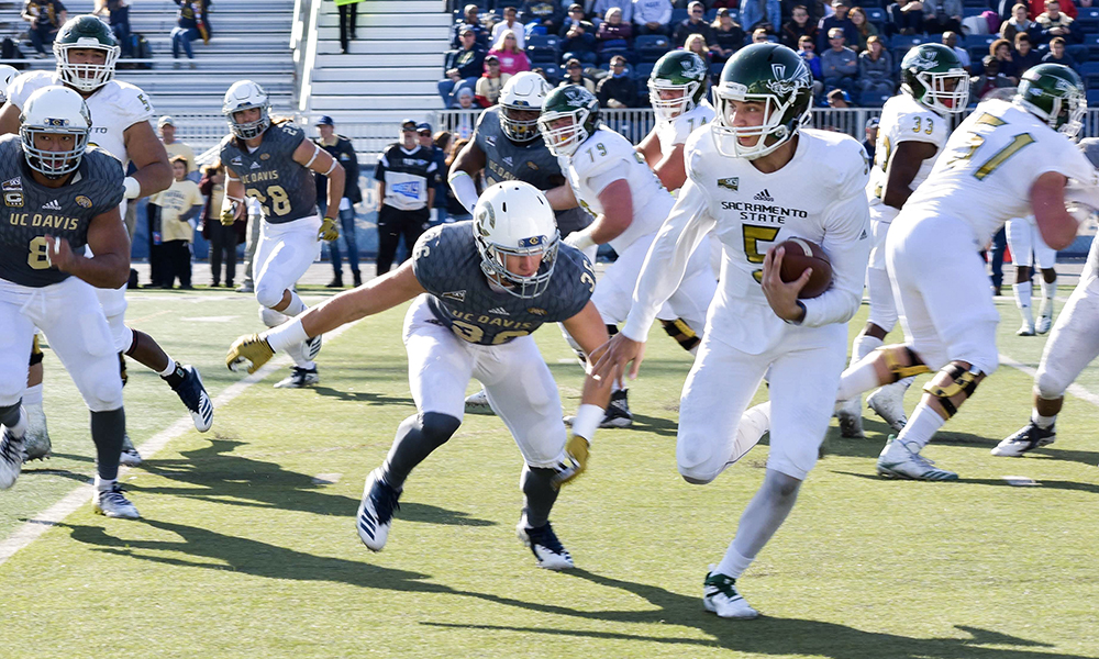 FOOTBALL DROPS CAUSEWAY CLASSIC TO #9 AGGIES